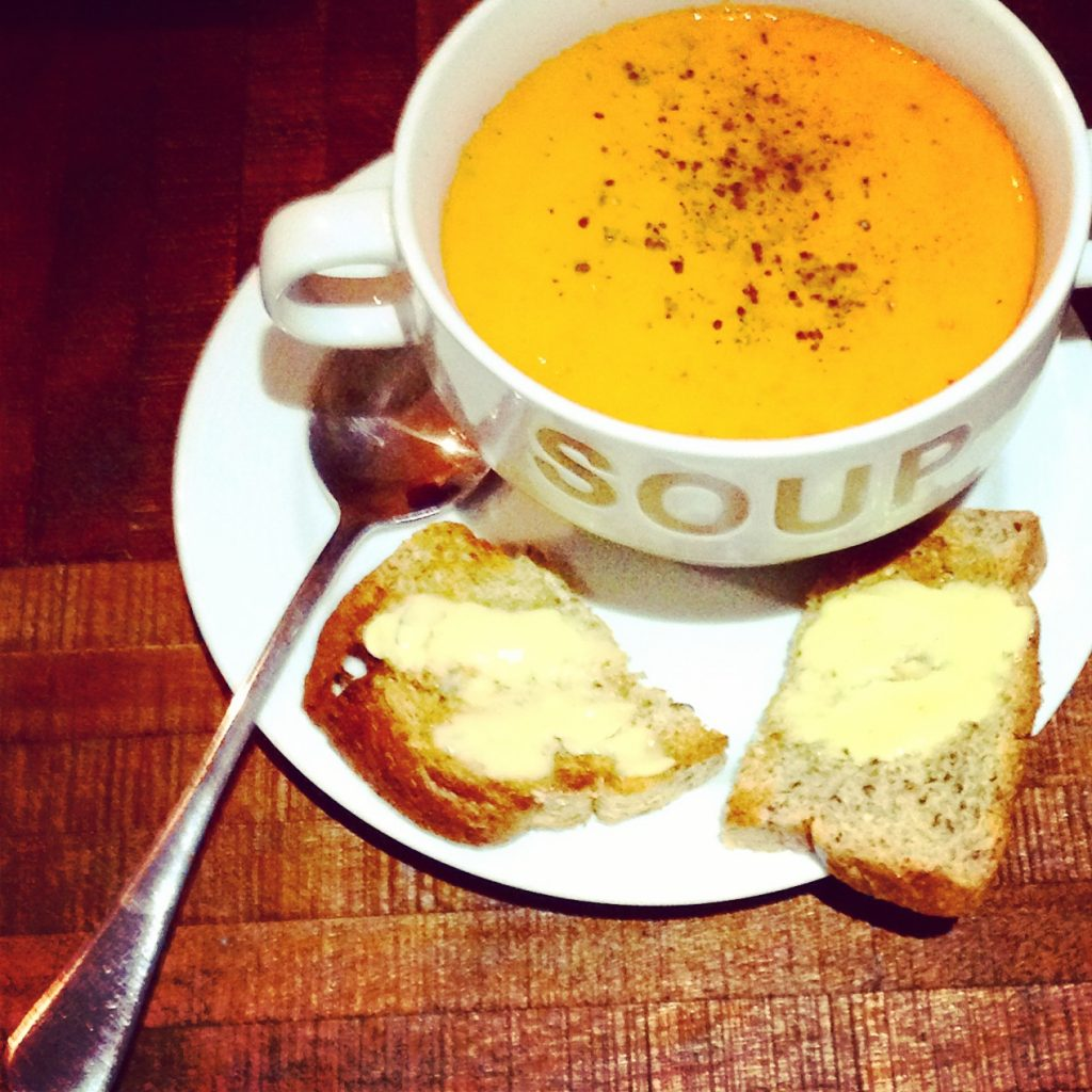Creamy tomato & red pepper soup with low carb bread.